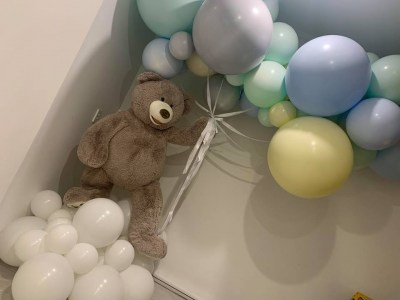 Floating-teddy-pastel-balloons